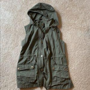 Sleeveless Cargo Vest